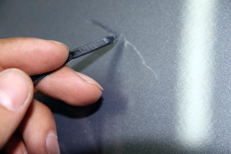 царапина на кузове карандаш