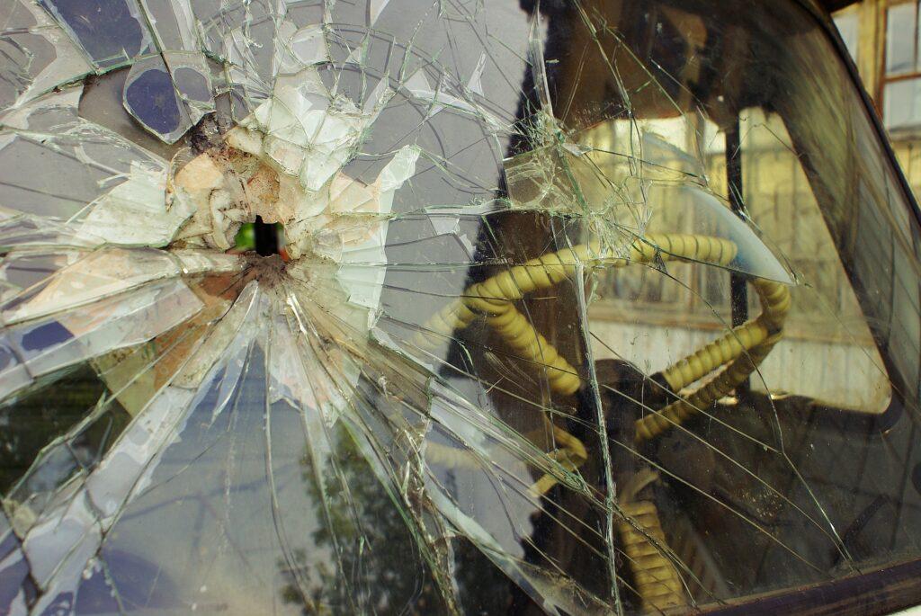 Лобовое стекло сколы и трещины