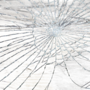 Как убрать сколы и трещины на лобовом стекле автомобиля