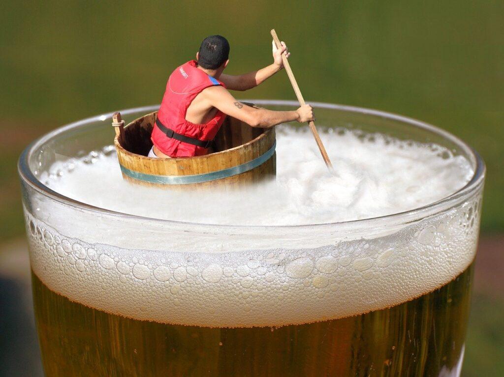 Пиво безалкогольное в бокале