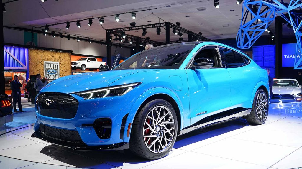 ярко синий авто